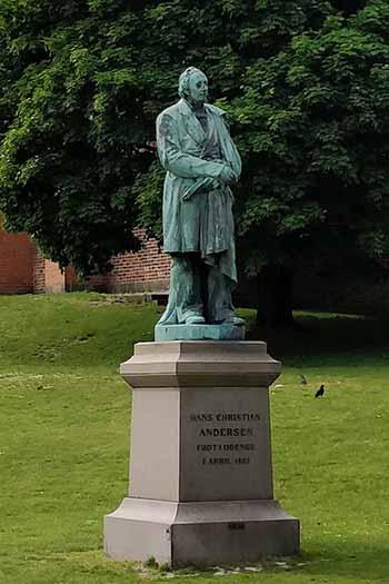 Billede af en statue i Odense